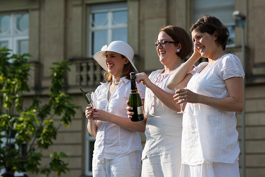 Silvia Täschner, Friederike Stemmer, Eva Judkins – die Organisatorinnen des Karlsruher Diner en Blanc
